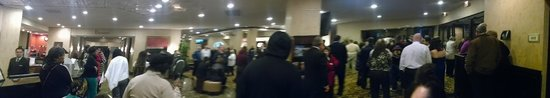 Sheraton Lisle Naperville Hotel: The Lobby during the fire alarm.  Some guests were a little scared