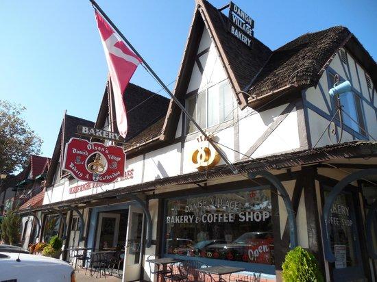 Olsen's Danish Village Bakery: L'extérieur de la boutique