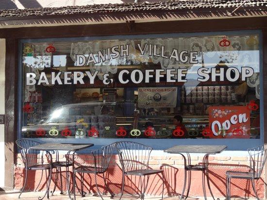 Olsen's Danish Village Bakery : La vitrine