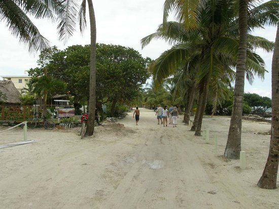 Going left from Caye Casa