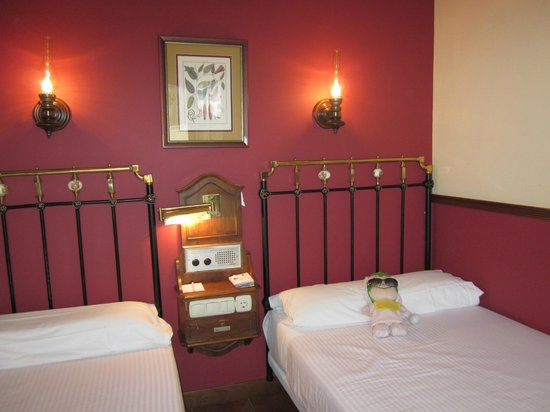 Meson del Cid: cozy room