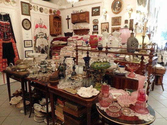 Hilton Budapest City: Antik Shop on Falk Miksa
