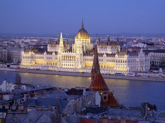 Hilton Budapest City: Parliemt at Night from Fisherman's Bastion
