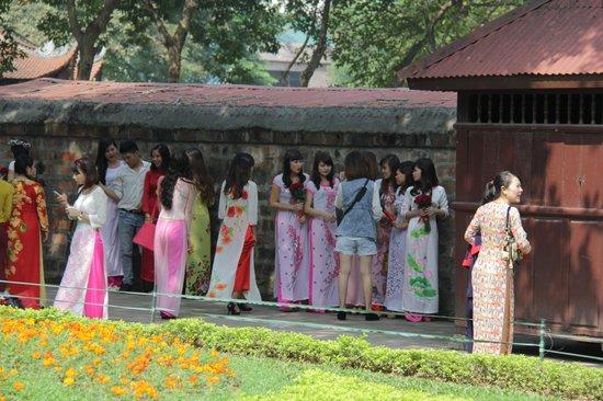 Temple de la Littérature de Hanoï : выпускницы
