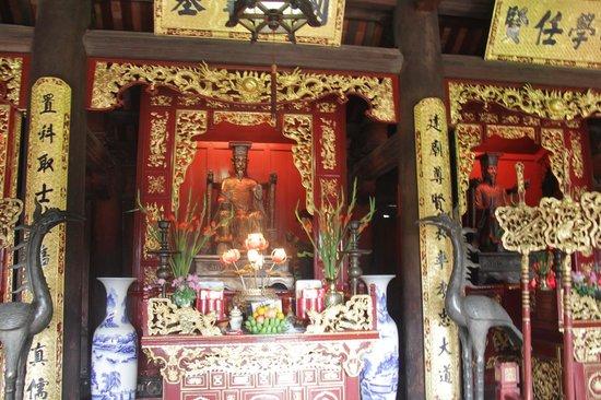 Temple de la Littérature de Hanoï : Внутри одного из помещений храма
