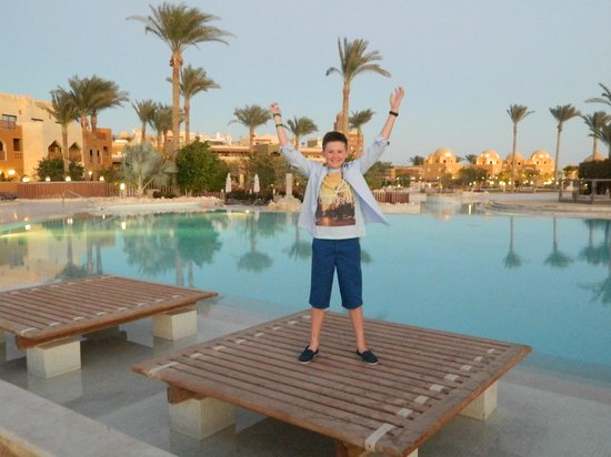 Sunwing Waterworld Makadi Hotel: Liam showing off the great view