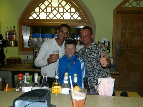Sunwing Waterworld Makadi Hotel: Hani ( barman) Scott and Liam