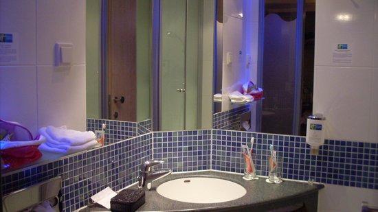 Holiday Inn Express Nurnberg-Schwabach: Wonderful part of the bathroom