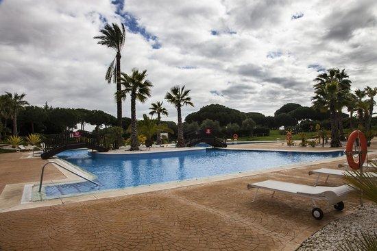 Precise Resort El Rompido - The Hotel: Piscina hotel
