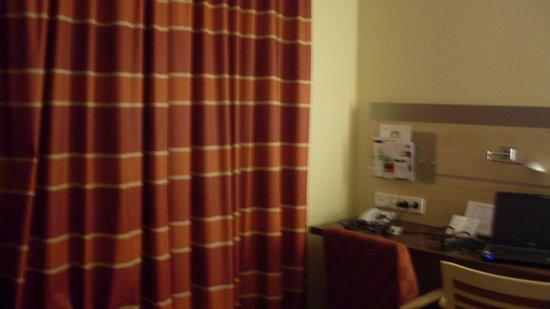 Holiday Inn Express Nurnberg-Schwabach: We closed curtains