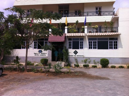 Hotel Ashreya: The front entrance of this peaceful retreat