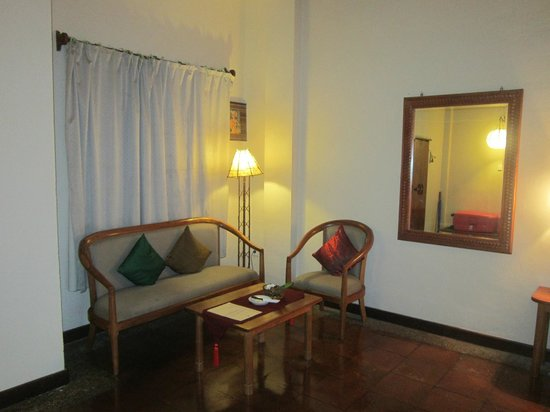 Junjungan Ubud Hotel and Spa: Living room