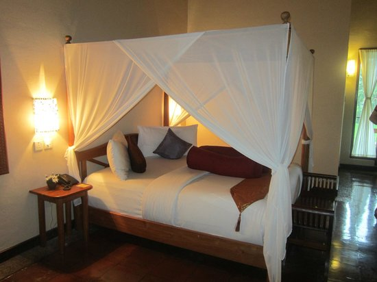 Junjungan Ubud Hotel and Spa: Big canopy bed
