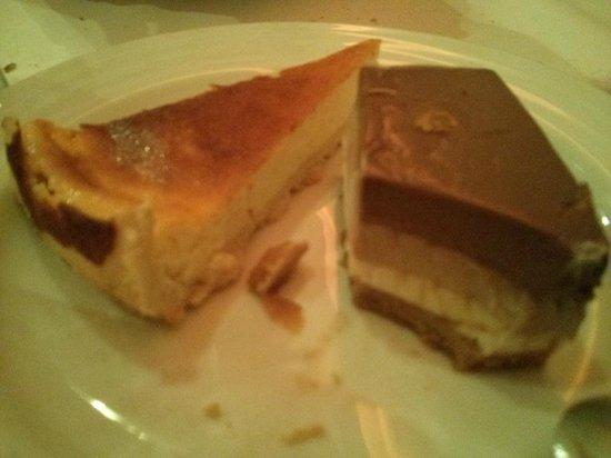 Casa 9 Restaurante : Tarta de 3 chocolates y tarta de queso