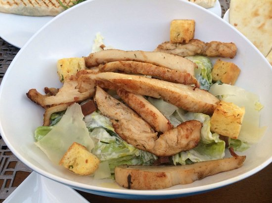 La Baie Lounge: Chicken Caesar Salad