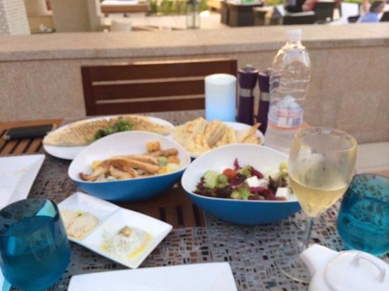 La Baie Lounge : Food & Wine