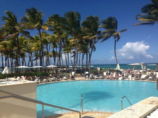 Condado Lagoon Villas at Caribe Hilton: Pool area