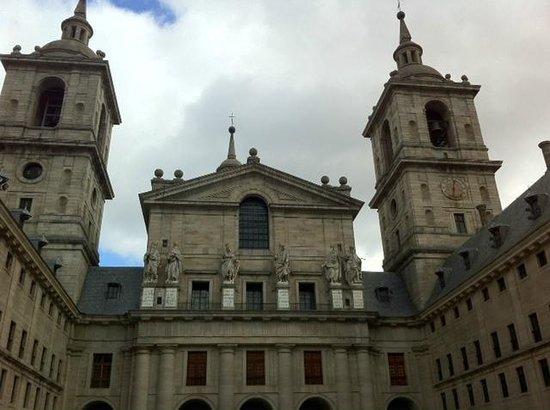 Monasterio y Sitio de San Lorenzo de El Escorial: Patio Interior