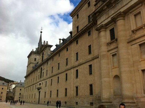 Monasterio y Sitio de San Lorenzo de El Escorial: Fachada lateral