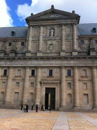 Monasterio y Sitio de San Lorenzo de El Escorial: Entrada