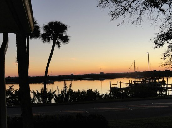 Night Swan Intracoastal Bed and Breakfast: Sunrise View From Our Room