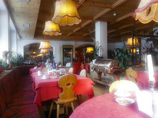 Hotel La Montanina: sala ristorante, mattina presto