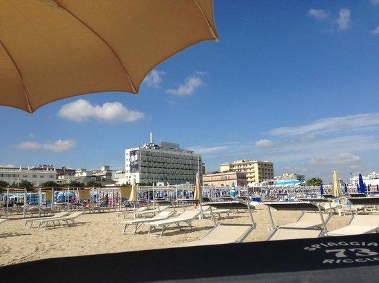 Hotel Mediterraneo: Отель с пляжа