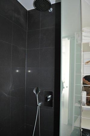 Artrip Hotel: Shower