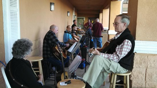 Super 8 South Padre Island : Local musicians jam session