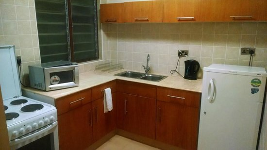 Reata Serviced Apartments: Apartment kitchen area