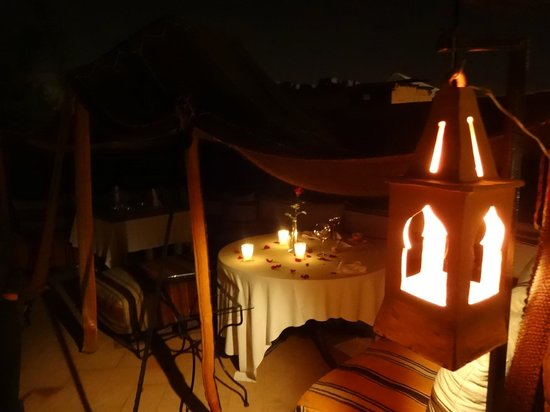 Riad Dar Anika: dinner on roof terrace