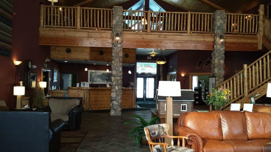 Crooked River Lodge: Very cozy and comfortable seating!