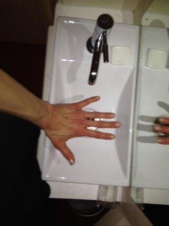 Celtic Hotel: Room 15 Sink