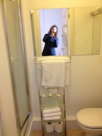 Celtic Hotel: Room 19 bathroom