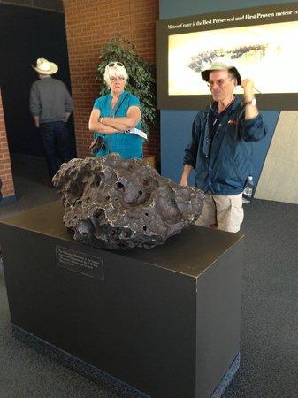 Meteor Crater: Осколок метеорита и наш прекрасный экскурсовод