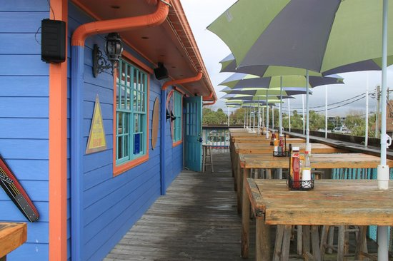 The Pickled Pelican Bar and Eatery: outside dining