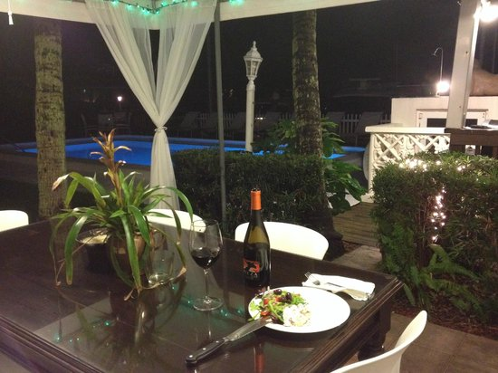 Villa Venezia: Dining poolside