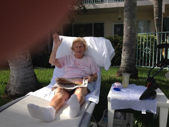 Villa Venezia: Mom poolside relaxing at 86 years.