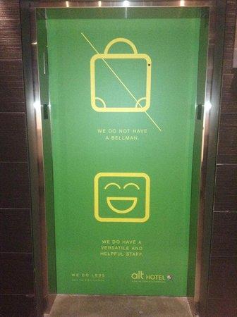 Alt Hotel - Toronto Airport: Clever elevator doors-Lobby