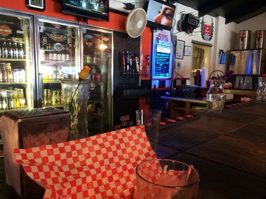 Hotrods & Harleys Bar & Grill: Sitting at the bar