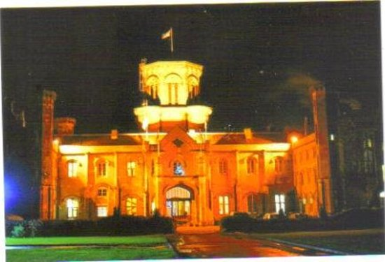 Studley Castle Hotel and Conference Centre: The Castle at Night
