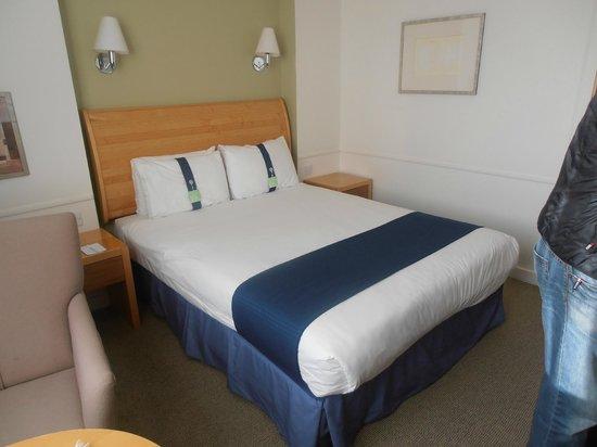 Holiday Inn Gloucester - Cheltenham: Bed
