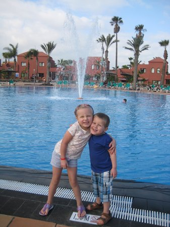Oasis Papagayo Sport & Family: by the pool