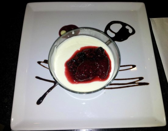 Elysium: Pannacotta with berries