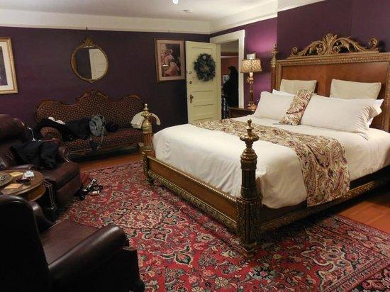 Abbeymoore Manor Bed and Breakfast Inn: Master Bedroom