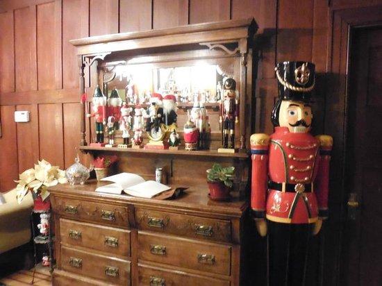 Abbeymoore Manor Bed and Breakfast Inn: Foyer