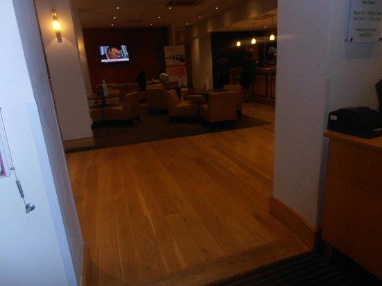Holiday Inn Gloucester - Cheltenham: Bar