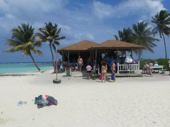 Goff's Caye: Food and beverages. This is it!