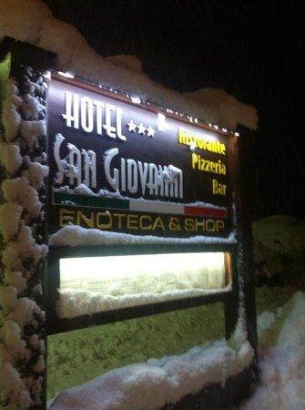 Hotel San Giovanni: SOTTO LA NEVE