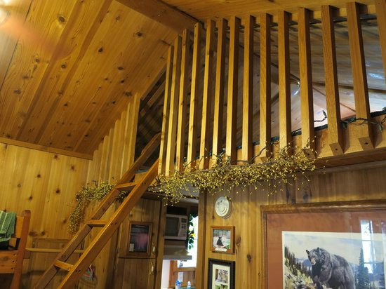 Rim Rock's Dogwood Cabins: Bear's Den - Loft